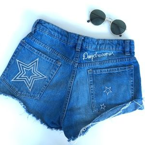 HIGH WAISTED DENIM SHORTS WITH EMBROIDERY STARS
